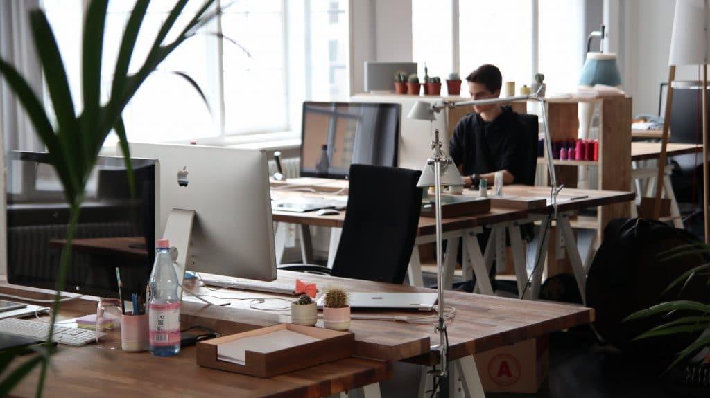 Een kantoorbaan & lang zitten, hoe ongezond is het nu eigenlijk?
